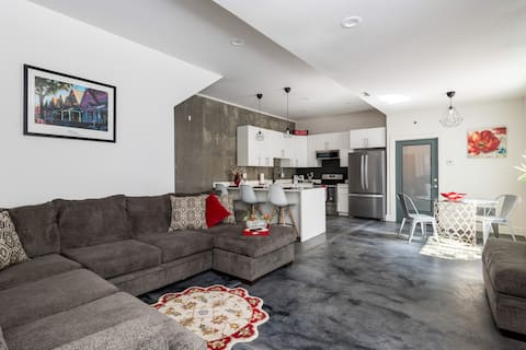 Large 1 bedroom-Close to Empower Field&light-rail