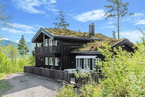Sjønær hytte med nydelig fjordutsikt