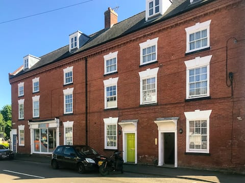 Self-contained 1 bed flat in centre of Kegworth