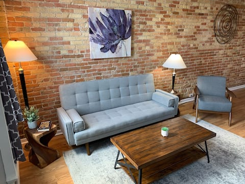 Apt 7 Two Bedroom Historic Downtown Apartment