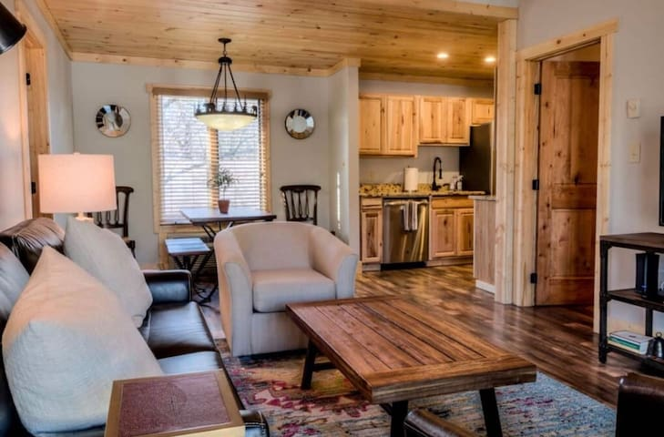 FULLY RENOVATED CONDO!! Rustic yet modern decor, all NEW furniture, rugs, paint, fixtures.  Fully stocked with luxurious linens, soaps and shampoos.  RELAX: You're in Blowing Rock Bliss!