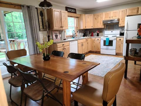 1 mi to River and Golf w/4 beds Bring your clubs!