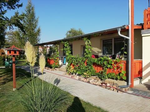 Zur Weinrebe, Ferienhaus im Grünen mit Terrasse