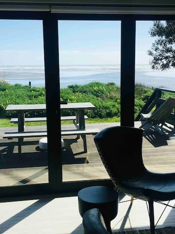 Absolute beach front location and awesome 180degree views