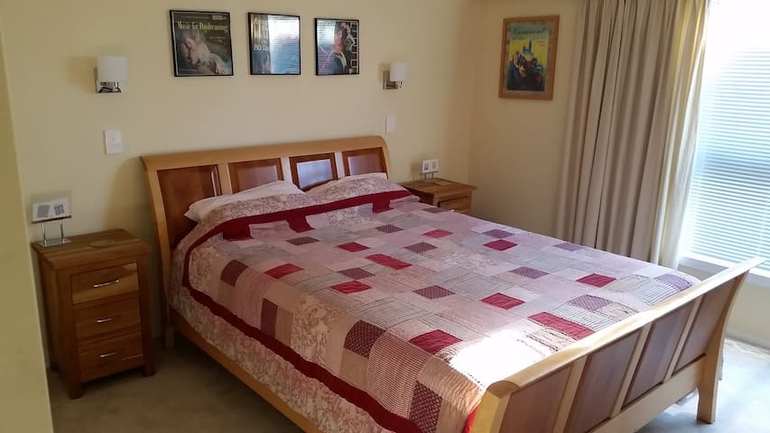 Double bedroom with Queen size bed