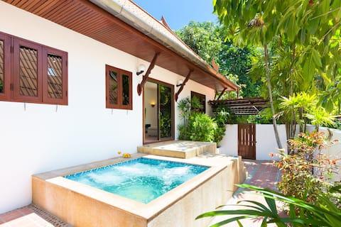 🟔Thai Villa, Jacuzzi, Nature🟔2bdrs 500m to Beach