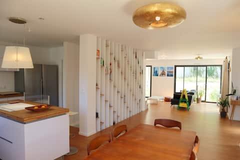 Maison moderne et confortable en bordure de forêt