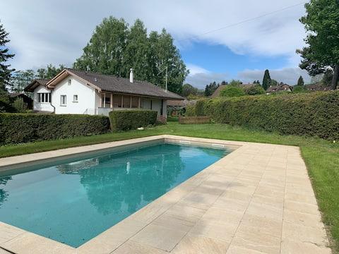 Villa in het groen, zwembad/tuin  1200m ²