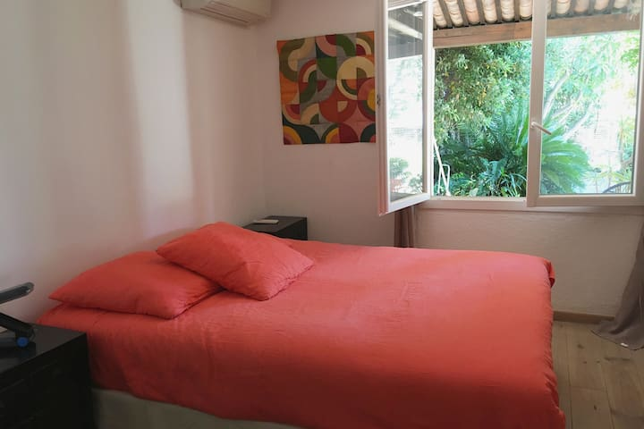 chambre suite parentale donnant sur jardin lit 160