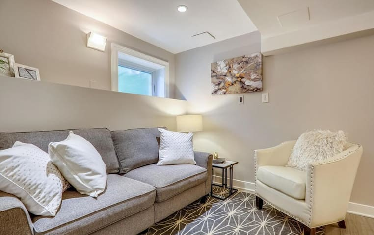 Family room with pull-out queen sofa bed + 40 inch flat screen TV