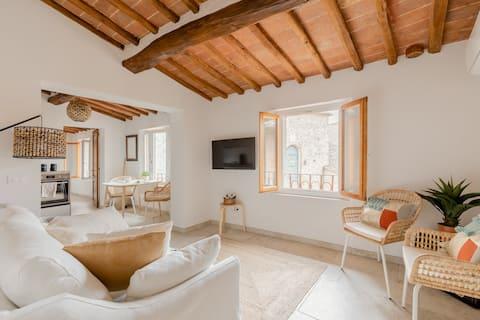 Tusci Loft San Gimignano A little Gem in the City.