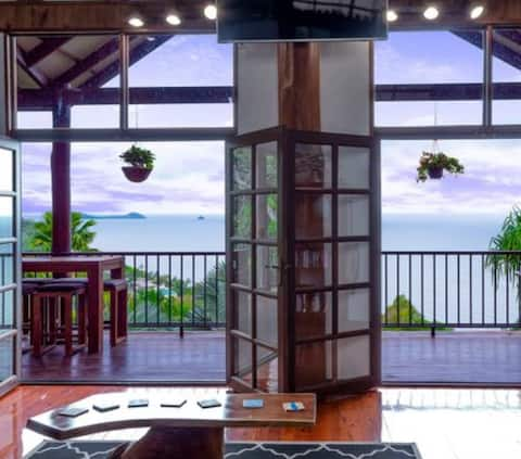 Self contained 2 bedrooms with a spectacular view!
