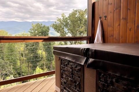 Treetop patios w/ views+hot tub+W/D+games+parking