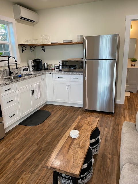 New Comfortable Guest House - Minutes To Downtown!