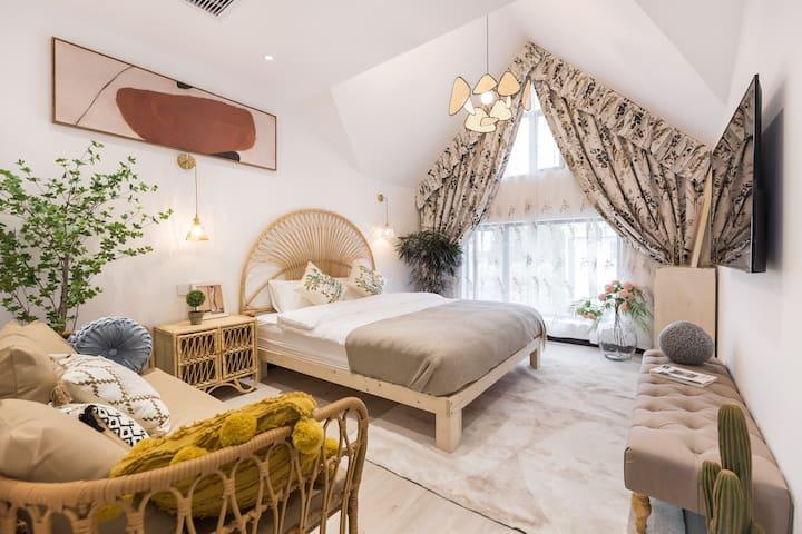 这个房间类似于套房,有两张床