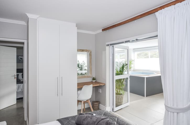 Main Bedroom with Access to Spa facilities