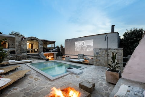 Antonia's stonebuilt mansion with a  private pool