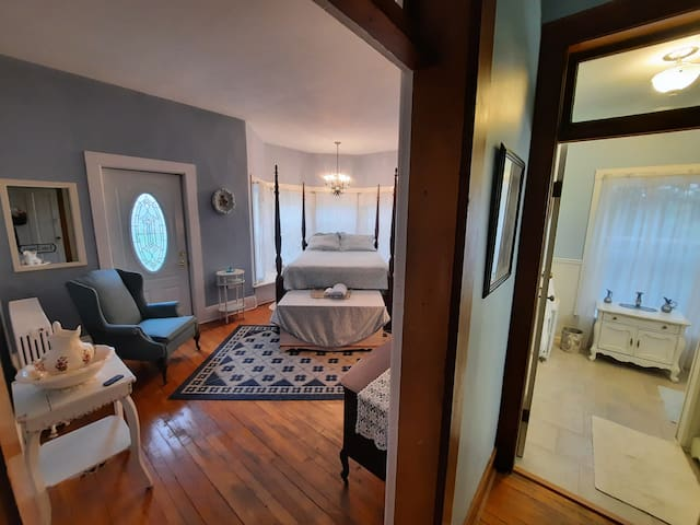 Lady Angela mini suite: Queen bed with full bath and separate water closet.