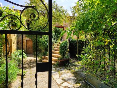 Maison proche du château, sur 2hectares de verdure