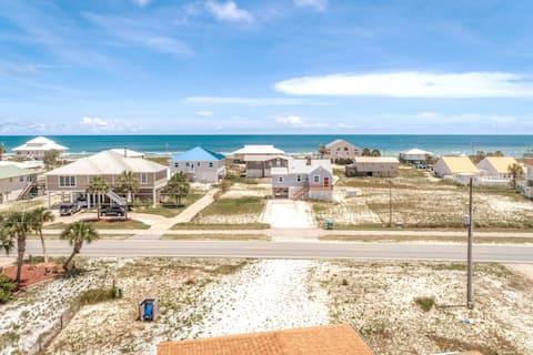 """Pelicans Perch"" - Screened porch! Close to beach!"