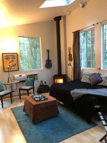 Detach room for a extra charge of  $125 if you need more space then what the house offers with two bedrooms.