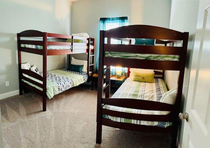 Bedroom #4 - Bunk Beds (Sleeps 4)