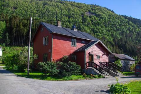 Sjarmerende hus i landlige omgivelser
