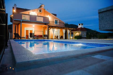 Holiday home Anica - 4 bedroom house with pool
