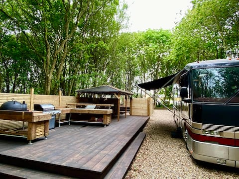 Motorhome-RV with Hot Tub in Private Woodland 2bed