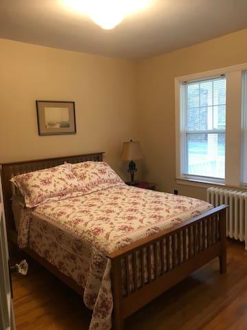 Main Floor bedroom (Double bed)