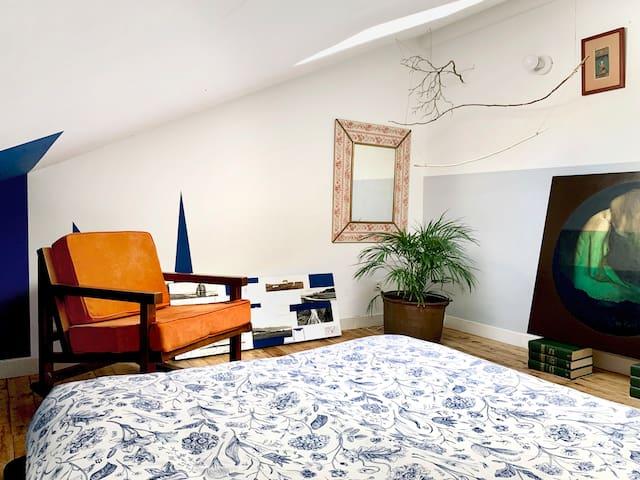 Zona privada del Huésped: Dormitorio (Anexo, el Estudio con acceso al balcón Norte)