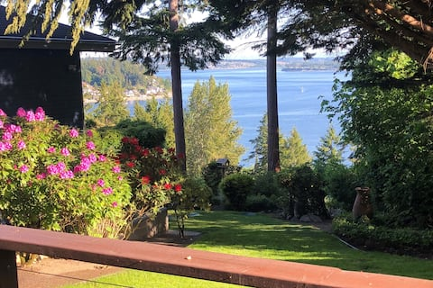 Casa Pequeña with a Beautiful Puget Sound View