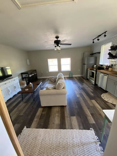 1/1 Guesthouse 6mi from Beach for Perfect Getaway