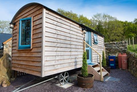 Cwt y Gader Shepherds Hut.Free parking on premises