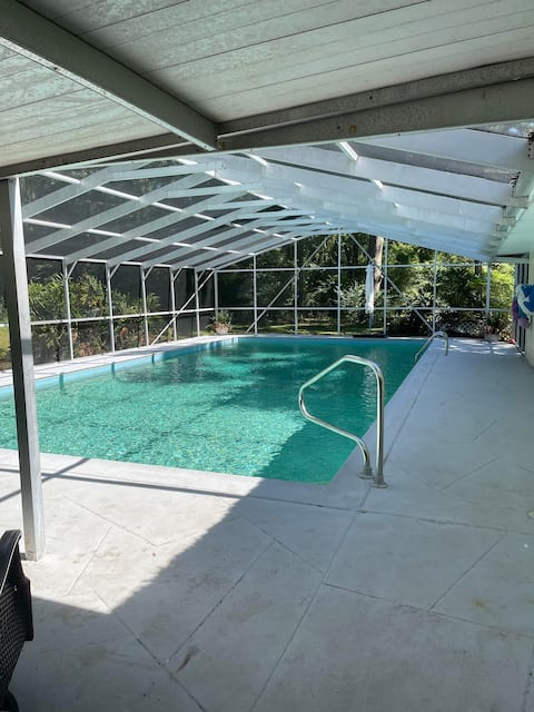 Country Pool House-Perfect for families, private
