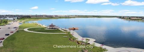 Sunshine & Shoreline Suite - Main Level Lakefront