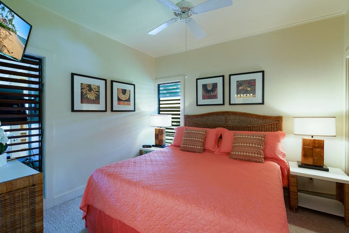 King size bed with new memory foam pad for deep, rejuvenating sleep. Plenty of air from all sides. Full closet, chest of drawers and flat screen full cable TV and more! Note all the great louvered windows for fresh breezes