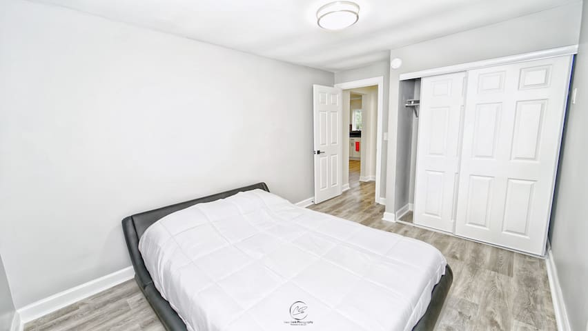 Main bedroom with a queen bed.