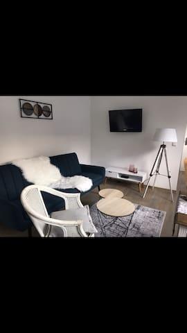 Wohnzimmer mit Schlafcouch für eine eventuell dritte Person