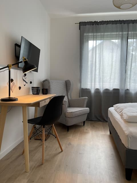 (Z2) 1 Bett Zimmer in ehemaligem Hotel