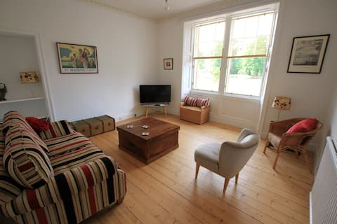 Bright & spacious flat in the heart of Gullane
