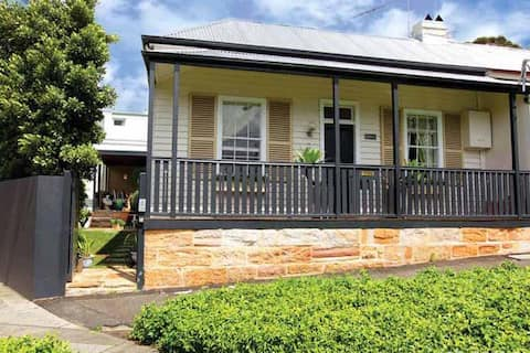 Beautiful Balmain Cottage, moments from Darling St