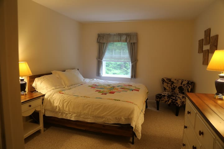Level 2 : King Bedroom