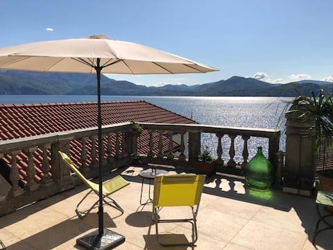 Lovenest: romantic apartment overlooking the lake