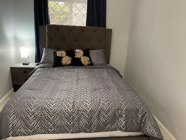 Queen Bed, master room