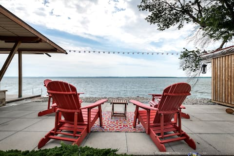 Cozy, peaceful paradise on the waterfront!!