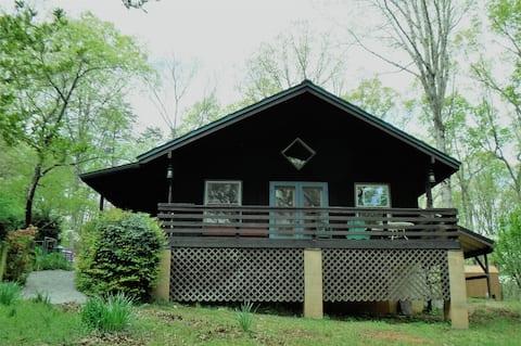 Koi Cottage- 3 camas, 2 baños- Acogedor, recientemente renovado!