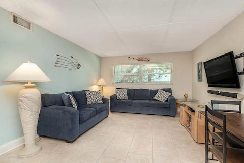 Cocoa Breeze - 200 yards from beach!