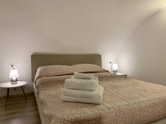 Bedroom with a double bed on intermediate floor