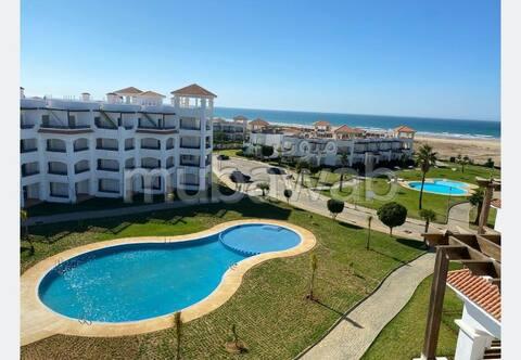Appartement pied sur plage, avec piscines